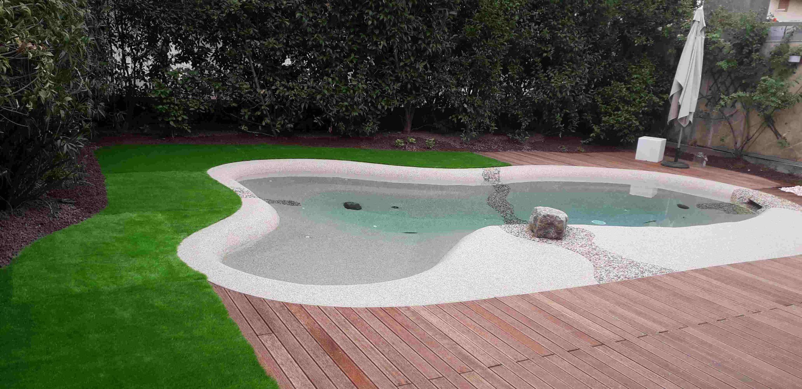 spesso La storia di Lorenzo e del suo giardino da sogno con piscina CJ09