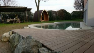 pavimento bordo piscina legno