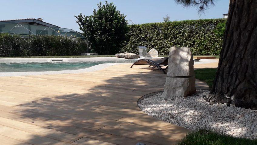giardino con piscina interrata chiavi in mano
